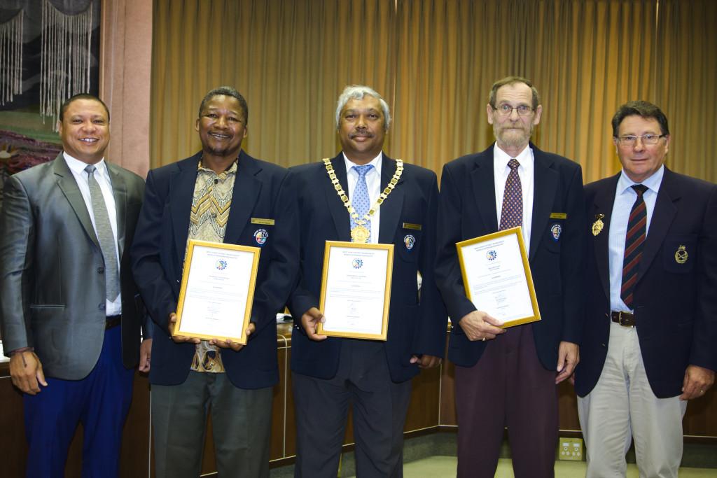 Hier staan mnr. Henry Prins, munisipale bestuurder, (WKDM), Rdh. Nyanisile Mgoqi (Saldanhabaai), Rdh. John Cleophas (Uitvoerende burgemeester), Rdh. Jan Cillié ( Saldanhabaai) en die Speaker rdl. André Kruge